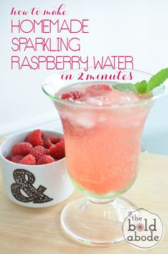 How to make Homemade Sparkling Raspberry Water in 2 minutes! Such a delicous, healthy, refreshing treat that makes you want to dring more water!