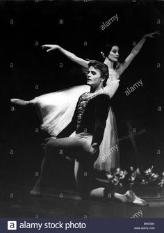 """Russian dancer Michael Barishnikov with Noella Pontois, during a performance of the ballet """"Giselle"""", 1975"""