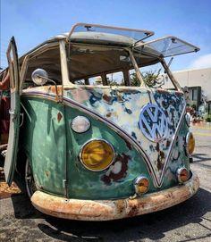 Volkswagen Bus, Vw T1, Bus Camper, Campers, Vw Samba Bus, Split Screen, Mad Max, Beetles, Dream Cars