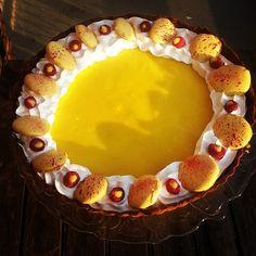 Tart of the day ;)#double#lemon#raspberry#macaron#merengue#lemoncurd filled raspberries