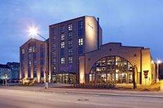 Übernachten in einem alten Stahlwerk - Vier-Sterne-Hotel im Industrie-Denkmal - Sehen Sie dazu eine Sendung bei HOTELIER TV: http://www.hoteliertv.net/hotel-portraits/übernachten-in-einem-alten-stahlwerk-vier-sterne-hotel-im-industrie-denkmal/