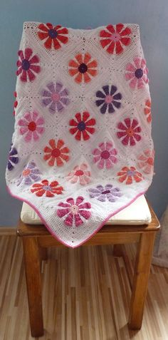 Krochet Krystal's daisy square patternmade be the Gingerbread Lady #crochet