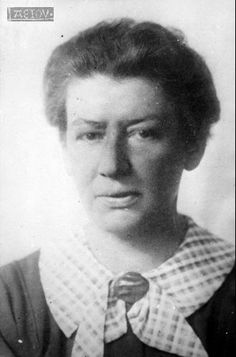 Portrait der österreichischen sozialdemoktratischen Politikerin und Wissenschaftlerin Käthe Leichter (1895-1942). Käthe Leichter starb 1942 im KZ-Ravensbrück. Portrait, Life, Women, Equality, Historical Pictures, Women's, Men Portrait, Portrait Illustration, Portraits