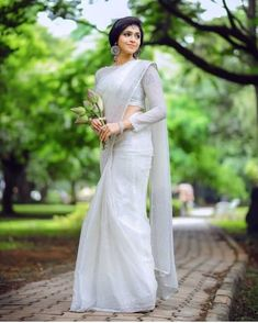 White Saree Wedding, Kerala Wedding Saree, Kerala Bride, Wedding Sarees, Christian Wedding Dress, Christian Bridal Saree, Christian Bride, Christian Weddings, Engagement Dress For Bride
