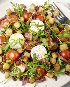 Een klassieke salade die je op menig restaurantmenukaart kan terugvinden, maar d. Tapas, Salade Caprese, I Want Food, Food Porn, Tasty Dishes, Easy Healthy Recipes, Food Inspiration, Pesto, Salad Recipes