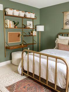 Green Bedroom Walls, Sage Green Bedroom, Room Ideas Bedroom, Home Decor Bedroom, Bedroom Boys, Olive Bedroom, Green Bedroom Decor, Bedroom Modern, Modern Room