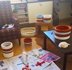 Produção de vasos Gabriela a todo vapor por aqui! Recheados com cacto ou plantinha de preferência. Peça o seu!  #oitominhocas #vasogabriela #customização #decoracao