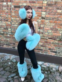 Pure White Fox Fur HUGE Mittens With Black Removable Pompons. Fur Fashion, Fashion Outfits, Fur Clothing, Woman Clothing, Furry Boots, Fur Bag, Fur Accessories, Fox Fur, Fur Trim