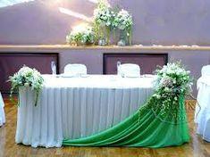 Imagem relacionada Church Altar Decorations, Wedding Stage Decorations, Backdrop Decorations, Wedding Centerpieces, Wedding Table Layouts, Bride Groom Table, Church Flower Arrangements, Diy Wedding Backdrop, Wedding Chairs