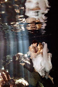 25 Creative Trash the Dress Wedding Photography Posing Ideas for the Bride Wedding Photography Design Wedding Fotos, Wedding Ideias, Wedding Pictures, Wedding Album, Underwater Photography, Photography Poses, Wedding Photography, Underwater Images, Underwater Photoshoot