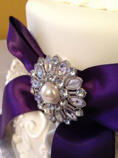 Brooch on my wedding cake.  Thank you Chick Boss Cake for making such a beautiful masterpiece!