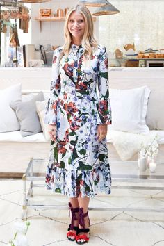 27 April Gwyneth Paltrow attended a Goop x Net-A-Porter wellness event inCalifornia wearing a graphic floral Erdem dress and multi-coloured textured strappy heels. Gwyneth Paltrow, Tony And Pepper, Looks Style, My Style, Celebrity Look, Celeb Style, Erdem, Ulla Johnson, Modest Fashion