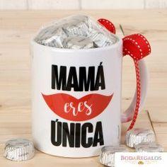 Taza cerámica Mamá Única con caja regalo con 6 bombones Regalo perfecto para el Día de la Madre. #regalosoriginales #merchandising #promocionales #articulospromocionales #regalosempresariales #articulospublicitarios #regaloscorporativos #regalosdeempresas #regalospromocionales #regalospublicitarios #regalosdeempresa #regalosoriginalesbaratos #productospromocionales #diadelamadre2017 #regalosdiadelamadre #ideasregalosdiadelamadre Mom Day, Happy Mothers Day, Scrapbook Cards, Projects To Try, Cricut, Clip Art, Mugs, Birthday, Tableware