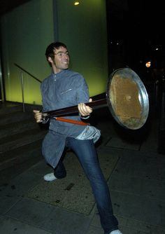 Twitpic - Share photos and videos on Twitter Liam Oasis, Liam Gallagher Noel Gallagher, Oasis Band, Liam And Noel, Britpop, Indie Kids, Gorillaz, Paul Mccartney, Cool Bands