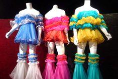 Priscilla, Queen of the Desert costumes - ABC News (Australian Broadcasting Corporation) Drag Queen Costumes, Drag Queen Outfits, Burlesque Costumes, Dress Up Costumes, Cool Costumes, Dance Costumes, Amazing Costumes, Australian Dresses, Foam Wigs