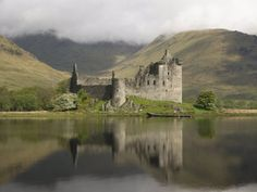 Google Afbeeldingen resultaat voor http://cache2.allpostersimages.com/p/LRG/40/4049/4SCLF00Z/poster/maschmeyer-richard-kilchurn-castle-near-loch-awe-highlands-scotland-united-kingdom-europe.jpg