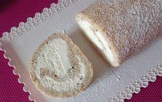 Už jsem skoro zapomněla, jak je tahle roláda úžasná. Lehká a nadýchaná, plná šlehačky a oříšků. Dříve zákusek, který jste koupili v každé cukrárně, dnes pro některé velká neznámá. A tak Vám ji trochu připomenu, protože kromě skvělé chuti, je i velice jednoduchá na přípravu. Cake Roll Recipes, Russian Recipes, Rolls Recipe, Sweet Tooth, Cheesecake, Goodies, Cooking Recipes, Yummy Food, Sweets