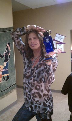 Steven Tyler of Aerosmith really likes his Kangen Water Steven Tyler, Aerosmith, Agua Kangen, Kangen Water Benefits, Alkalized Water, Kangen Water Machine, Water For Health, True Health, Drinking Water