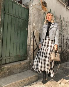 looks verão suave Midi Skirt Round: 77 photos of the piece that makes you even more stylish you can find similar pins below. We have brought the best . 80s Fashion, Modest Fashion, Fashion Outfits, Fashion Tips, Fall Winter Outfits, Autumn Winter Fashion, Winter Style, Summer Outfits, Long Plaid Skirt