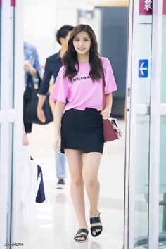 Uploaded by Always_GG. Find images and videos about kpop, twice and tzuyu on We Heart It - the app to get lost in what you love. Kpop Fashion, Daily Fashion, Korean Fashion, Girl Fashion, Fashion Outfits, Airport Fashion, Nayeon, Kpop Girl Groups, Kpop Girls
