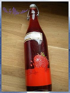 Raspberry Liquor - delicious you can make any year raspberry frozen do business! 500 g raspberry frozen or not 1 l fruit liquor 25 cl water 500 g sugar Waiting time: 40 days Raspberry and alcohol mix Homemade Alcohol, Homemade Butter, Cocktails, Raspberry Recipes, Limoncello, Milkshake, Hot Sauce Bottles, Vodka, Parmesan
