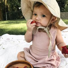 Discover recipes, home ideas, style inspiration and other ideas to try. Toddler Sun Hat, Baby Sun Hat, Little Babies, Cute Babies, Baby Kids, Cute Hats, Kids Hats, Baby Boutique, Summer Baby