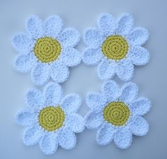 Daisy Coasters — a free crochet pattern by Doni Speigle.
