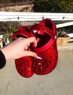 Crocs Fashion, Sneakers Fashion, Fashion Shoes, Fashion Jewelry, Red Crocs, Crocs Shoes, Women's Crocs, Sneakers Mode, Bling Shoes