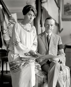 Calvin Coolidge and Grace Coolidge Washington, DC August 1923 Two days after becoming president due to the death of Warren Harding (hence the black mourning band. Presidents Wives, Black Presidents, American Presidents, Republican Presidents, Us History, American History, Asian History, Strange History, Tudor History