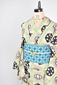 スカイブルーとイエローチェックに花と蓮根レトロモダンなウール単着物 - アンティーク着物・リサイクル着物のオンラインショップ 姉妹屋