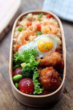 唐揚げ、海老炒飯弁当 japanese bento
