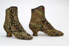 ~Button boots English, 1885-1892. Dear God in heaven, I would wear these with any shade of black on any day, anytime of year.