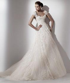 Pronovias te presenta el vestido de novia Caelum. Elie by Elie Saab 2012. | Pronovias