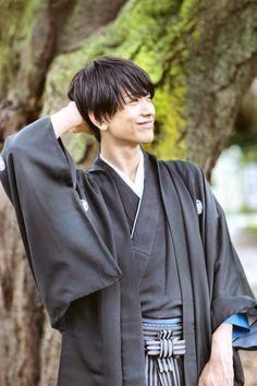 黒羽麻璃央 Guy Drawing, Life Drawing, New Boyfriend, Stage Play, Touken Ranbu, Kimono Fashion, Pose Reference, Live Action, Actors & Actresses