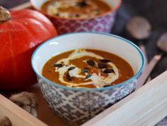 Dýňová polévka s kari a kokosovým mlékem Cheeseburger Chowder, Food Inspiration, Cheesecake, Soup, Healthy Recipes, Dishes, Fitness, Cheesecakes, Tablewares