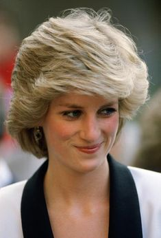 Diana, Princess of Wales visits Bisham Abbey Get premium, high resolution news photos at Getty Images Princess Diana Pictures, Princess Diana Family, Princes Diana, Real Princess, Princess Of Wales, Royal Family Pictures, Diana Fashion, Diane, Lady Diana Spencer