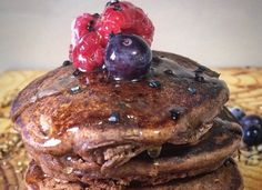 These Fluffy Chocolate Pancakes is a hit with even my picky four-year-old. They come together quickly and tastes amazing. Breakfast Time, Breakfast Recipes, Chocolate Pancakes, Chocolate Recipes, Hamburger, Ethnic Recipes, Van, Amazing, Food