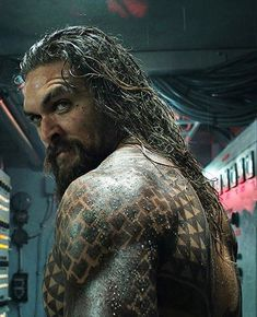 Though Jason Momoa is notoriously private about his gorgeous wife, Lisa Bonet, and their two adorable kids, the burly Aquaman actor can't help but share photos Aquaman Film, Aquaman 2018, Jason Momoa Aquaman, San Diego Comic Con, Dc Movies, Movie Tv, Hello Gorgeous, Gorgeous Men, Trailer Oficial