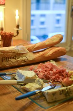 baguette, fromage, charcuterie, yum! Nice France, French Food, Croissants, Charcuterie, Cinnamon Sticks, Baguette, Spices, Europe, Bread