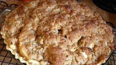 You can add walnuts and raisins to this apple crumb pie to make it even dreamier!Place sliced apples in a large bowl; sprinkle with lemon juice, if desired. Apple Recipes, Vegan Recipes Easy, Baking Recipes, Dessert Recipes, Dessert Ideas, Fall Recipes, Delicious Desserts, Diet Recipes, Recipies