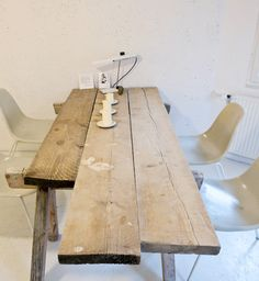 I love the idea of repurposed wood. #home #decor #kitchen #table