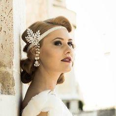 Serre-tête mariee vintage rétro années 20, dentelle, perles nacre et cristaux : Accessoires coiffure par mariafelea