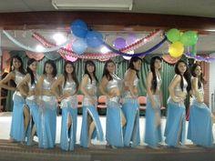 Grupo de estudiantes del Liceo Femenino Mercedes Nariño del grupo de danza Arabe