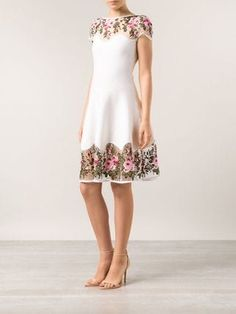 Blumarine Vestido com renda macramé Elegant Dresses, Vintage Dresses, Beautiful Dresses, Formal Dresses, Day Dresses, Dress Outfits, Fashion Dresses, Couture Mode, Couture Fashion
