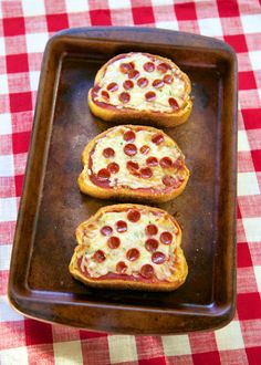 Garlic Toast Pizza - quick lunch, dinner or after school snack!