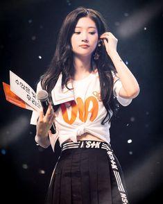 [082118] Chaeyeon @ DIA Fan-Concert💕 . . _________ ©nakhasan #IOI #아이오아이 #produce101 #DIA #다이아 #정채연 #채연 #jungchaeyeon #chaeyeon #mbk #somyi… South Korean Girls, Korean Girl Groups, Kpop Girl Bands, Jung Chaeyeon, Choi Yoojung, Kim Sejeong, Bae, Fandom, Kpop Fashion