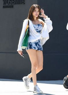 Madison Beer, Out in Los Angeles Published in Madison Beer on August 2019 Madison Beer Style, Estilo Madison Beer, Madison Beer Outfits, Late Summer Outfits, Cute Summer Dresses, Celebrity Style Casual, Celebrity Outfits, Mode Outfits, Trendy Outfits