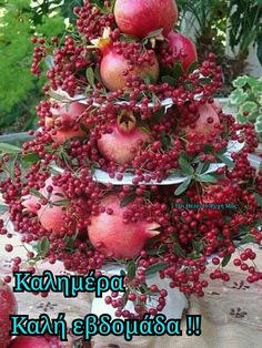 Pomegranate and peppercorn ~ alternative to a floral arrangement for fall or winter/Christmas/holiday season. All Things Christmas, Christmas Holidays, Christmas Wreaths, Christmas Crafts, Christmas Decorations, Xmas, Holiday Decor, Christmas Centerpieces, Christmas Buffet