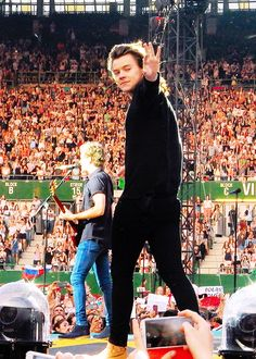 One Direction performing in Vienna, 6/10 - [HQs]