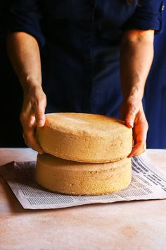 Classic sponge cake I've been making this classic sponge cake recipe for years and it turned out great every time! Classic Sponge Cake Recipe, Easy Sponge Cake Recipe, Sponge Cake Recipes, Food Cakes, Baking Recipes, Dessert Recipes, Desserts, Mini Cakes, Cupcake Cakes